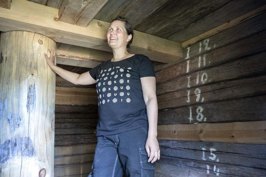 Tuulimyllyn keskitukkia oli saareen siirrettäessä lyhennetty noin 70 sentillä, museomestari Henna Rantakeisu kertoo. Nyt uusi tukki on alkuperäisen mittainen.