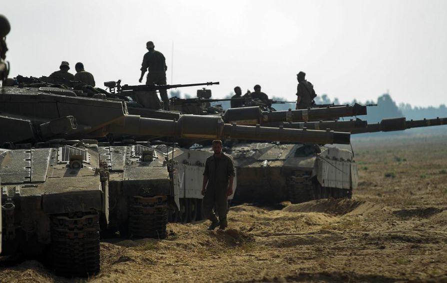 Israelilaisia sotilaita Gazan rajalla.