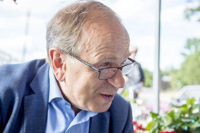 Erkki Liikanen muistaa illallisen Tukholmassa Olof Palmen kanssa – Yasser Arafat saapui puolenyön jälkeen