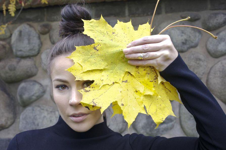 Oululaislähtöinen artisti Juulia palasi opiskelemaan synnyinkaupunkiinsa. Hän nousee lauantaina Ilonan lavalle Reino Nordinin kanssa.
