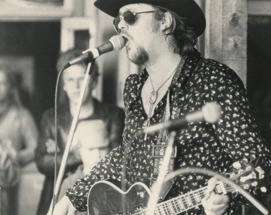 Hector esiintyi HEC-yhtyeensä kanssa Kuusrockissa kesällä 1977 ja sai Kalevan kriitikolta ylistävän arvion.