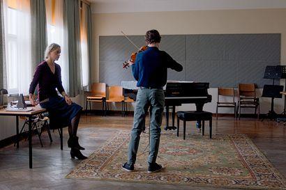 Arvio: Nina Hoss loistaa Koesoitto-elokuvassa, jossa täydellisyyden tavoittelu suistaa viulunsoitonopettajan katkeraan kierteeseen