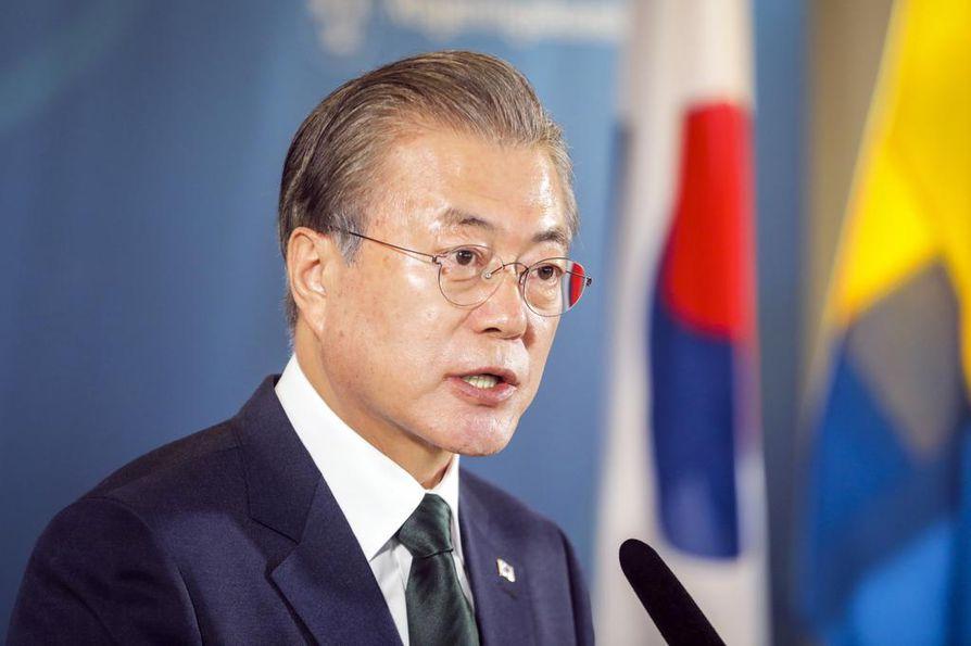Etelä-Korean presidentti Moon Jae-in on yrittänyt saada Pohjois-Korean luopumaan ydinaseista vastineeksi turvatakeista ja pakotteiden lopettamisesta.