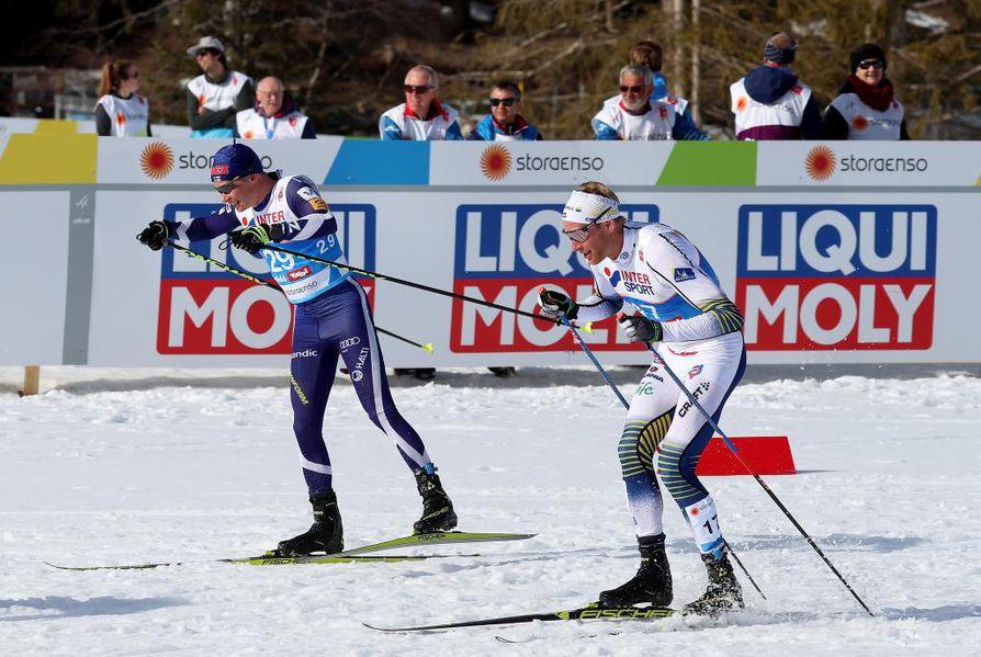 Kokeneet kehäketut Matti Heikkinen (vas.) ja Daniel Richardsson 50 kilometrin kisassa.