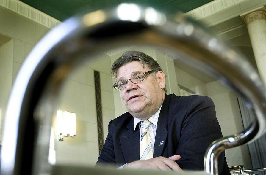 Perussuomalaisten puheenjohtaja Timo Soini sanoo, että Olli Immosen tapaus käsitellään puolueen sisällä.