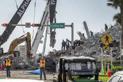Floridassa romahtaneen kerrostalon raunioista löydetty yli 90 ruumista