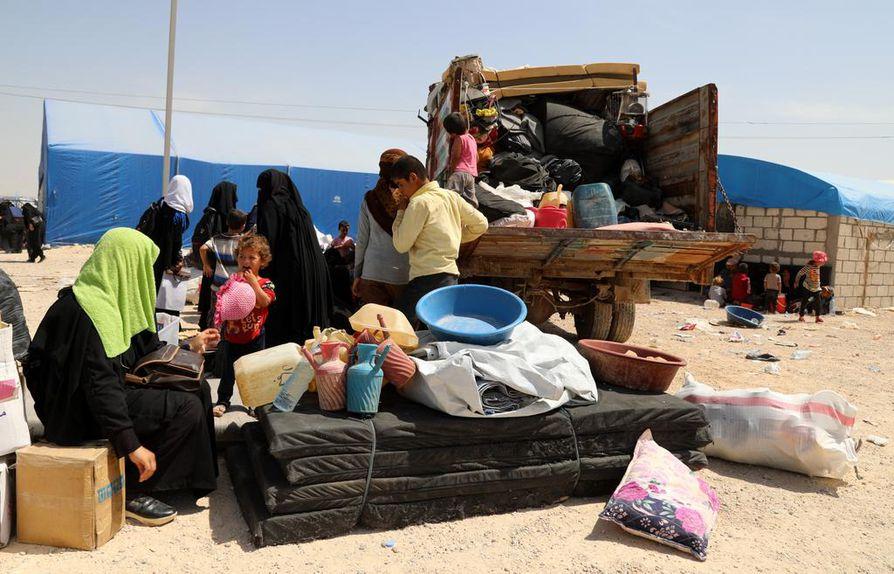 Kesällä al-Holin leiriin paistoi kuuma aurinko. Nyt sinnekin on tullut talvi, mikä vaikeuttaa leirin asukkaiden arkea entisestään.