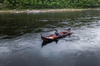 Petteri Valle kalastaa Tenojoella