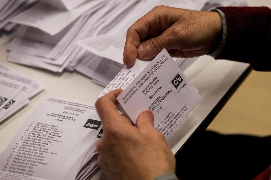 Kataloniassa lasketaan parhaillaan aluevaalien ääniä.