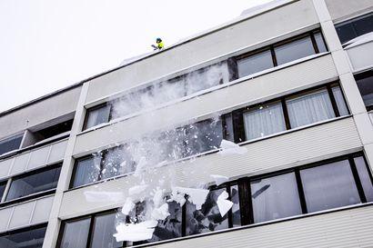 Lunta on satanut tammikuussa poikkeuksellisen paljon –kannattaako talonomistajan olla huolissaan lumikuormasta katolla?
