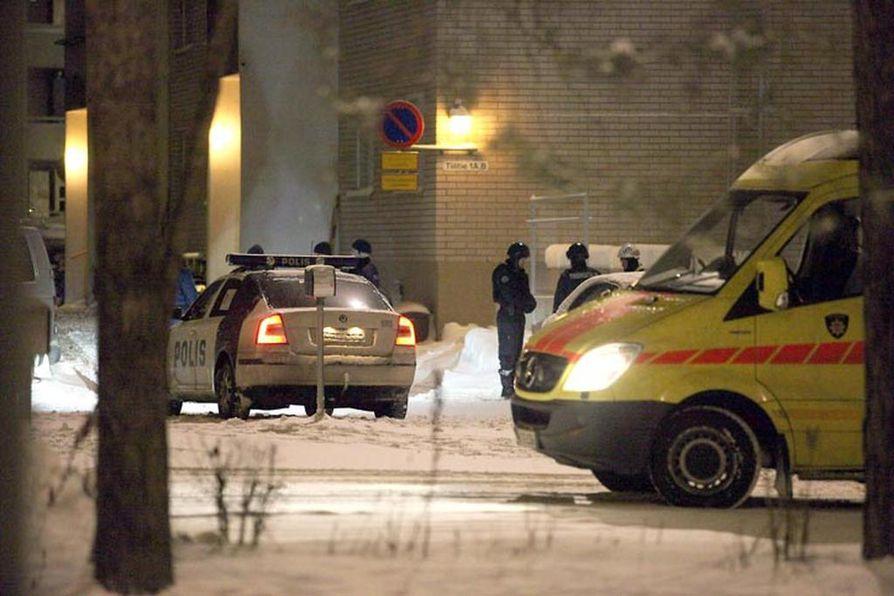 Tuiran kirvessurmat tehnyt mies jäljitettiin Myllyojalla sijaitsevasta kerrostaloasunnosta muutama tunti veritöiden jälkeen.