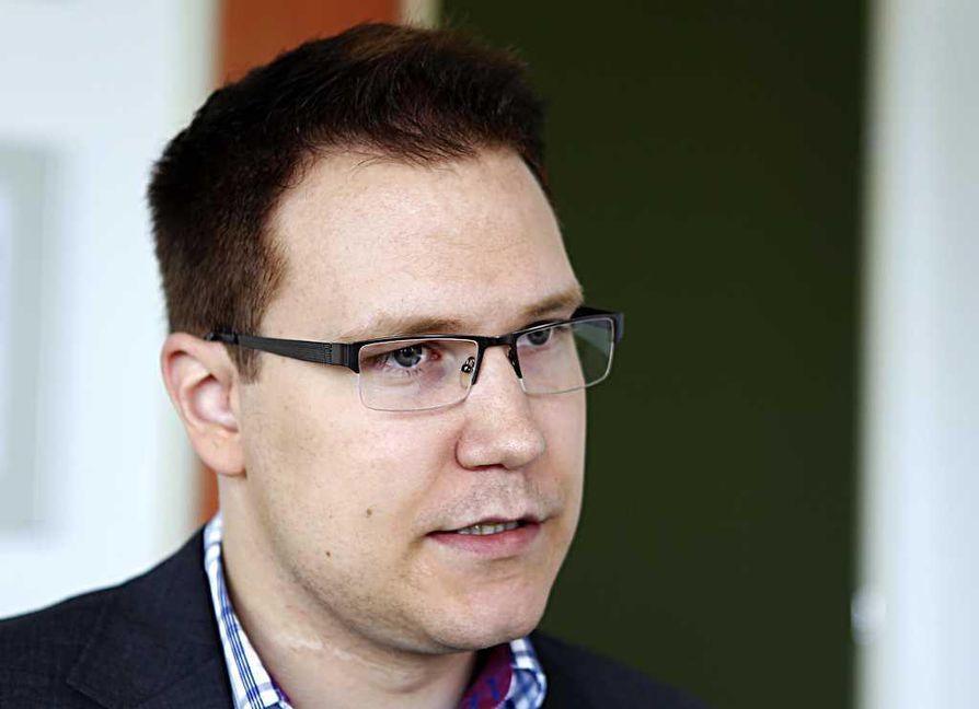 Kansanedustaja, valtuutettu Olli Immonen (ps.) esitti aloitteessaan, että Oulun kaupunki luopuisi kiintiöpakolaisten vastaanotosta.