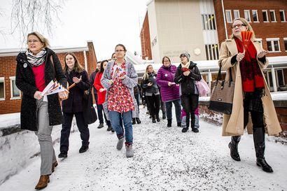 Yliopiston henkilöstö marssi ulos, Lapin yliopiston historian ensimmäiset yt-neuvottelut alkavat