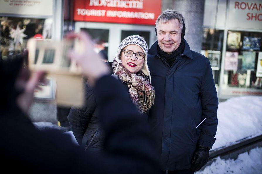 Vihreiden puheenjohtaja Pekka Haavisto pistäytyy avaamassa puolueen vaalikampanjan Lapissa. Haavisto nimittää kanttori Alakulppia urkuvihreäksi.