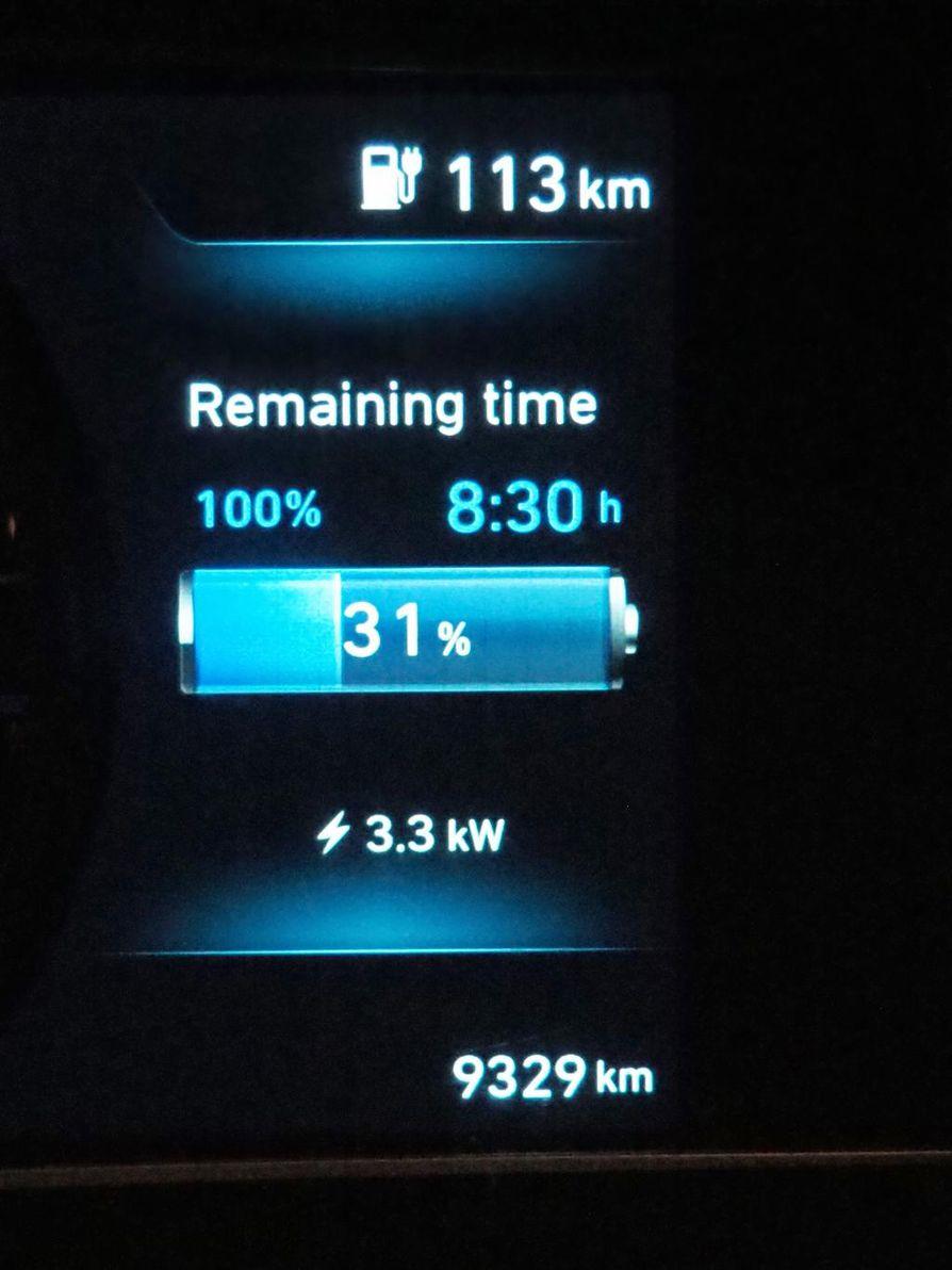 Auto laskee latausajan itse.