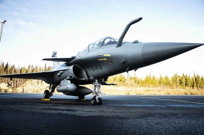 Ranskalainen Rafale saapui Pirkkalaan Puolustusvoimien testeihin – Hävittäjää on käytetty sotaoperaatioissa esimerkiksi Afganistanissa