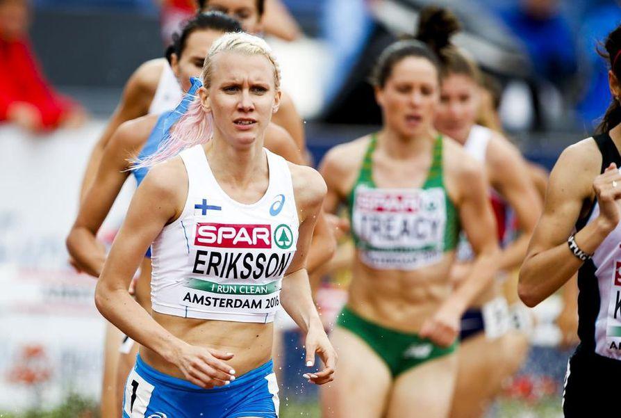 Sandra Eriksson on kahden vaikean kauden ja kuluneen syksyn jalkavaivan jälkeen päässyt hyvän harjoittelun makuun. Hallikausi jäänee väliin, mutta ensi kesän EM-kisoissa Berliinissä tavoite on onnistui 3000 metrin esteissä.