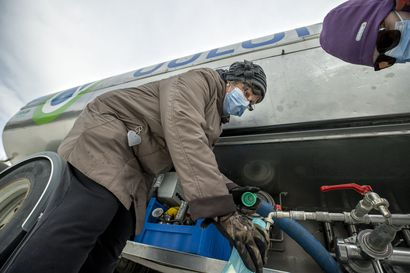 Linnanmaalla sulatettiin lunta vessanvetovedeksi – Säiliöauton raikas vesi teki kauppansa yliopistoalueen vesikriisissä