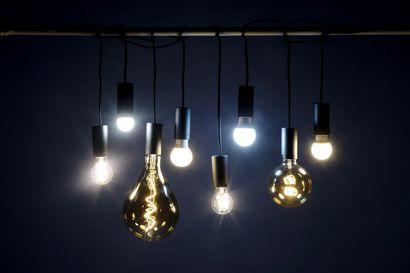 Montako insinööriä tarvitaan vaihtamaan led-lamppu? Vanhojen halogeenien korvaaminen ledeillä on yllättävän vaikeaa – voi vaatia koko valaisinjärjestelmän uusimisen