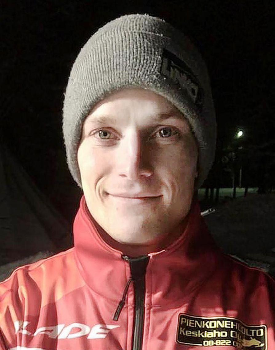 Joonas Keskitalo on myös pöllinparkkuun kuusinkertainen MM-kultamitalisti. Nyt hän suuntaa huipulle snowcrossissa.
