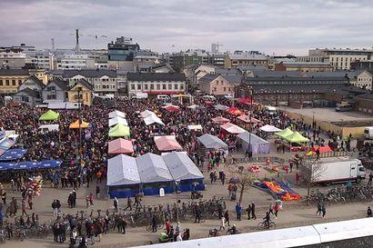 Kärppien mestarijoukkueita juhlittiin Oulun torilla