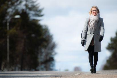 Lapsen syntyminen muutti arjen – Kunnanjohtaja Heli Knutars rytmittää nyt arkeansa pienen tyttölapsen äitinä