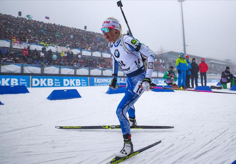 Kaisa Mäkäräinen kohenteli sijoitustaan sunnuntain takaa-ajossa. Hän oli hiihto-osuuksilla kolmanneksi nopein.