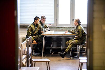 """Jääkäriprikaatin sotilaat pitävät miesten ja naisten yhteistupakokeilua hyvänä asiana – """"Leireillä ollaan jo samassa teltassa"""""""