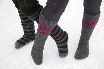 Oletko sinä miettinyt millaista olisi juosta villasukat jalassa? Lue ja katso mitä Riina ja Susanna asiasta tuumaavat