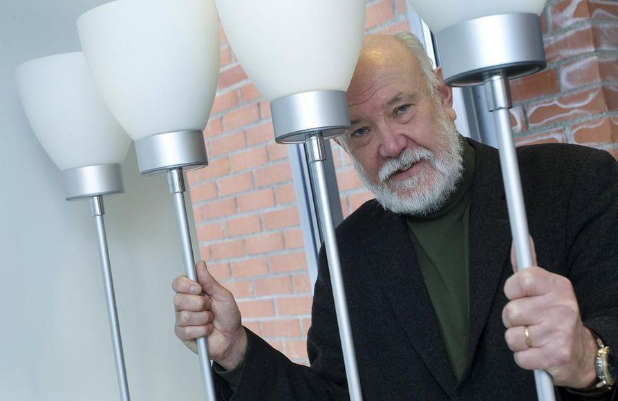 Oulun yliopiston hallituksen puheenjohtaja Hans Söderlund ei pidä itseään jäävinä rehtorivalinnassa.