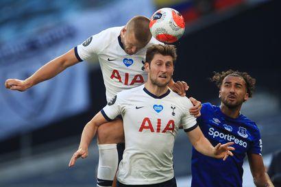 Tottenham-pelaaja ampaisi katsomoon veljensä avuksi – sai sakkoa ja neljän pelin pannan