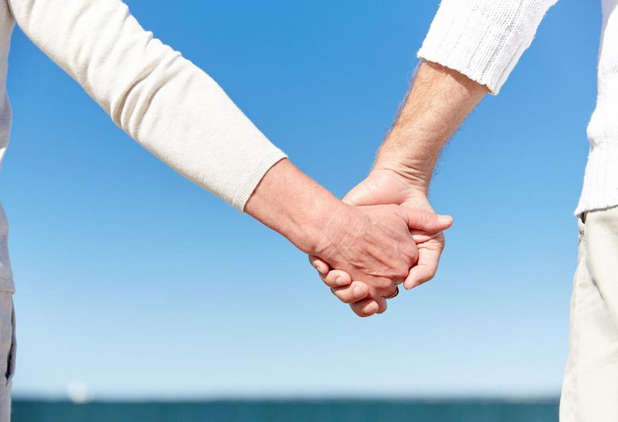 Pitkissä, onnellisissa suhteissa pari huomaa riitelevänsä yhä vähemmän. On hiottu kulmia yhteen. Kun riidat ratkotaan onnistuneesti, rakkaus syvenee.