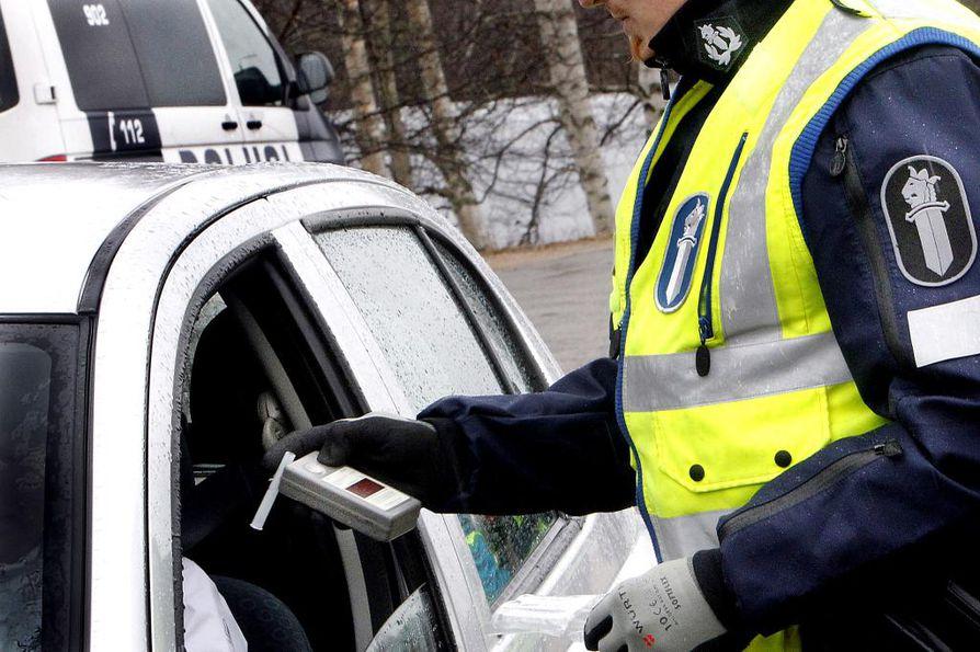 Poliisi pitää puhallusratsioita marraskuun viimeisinä viikonloppuina.
