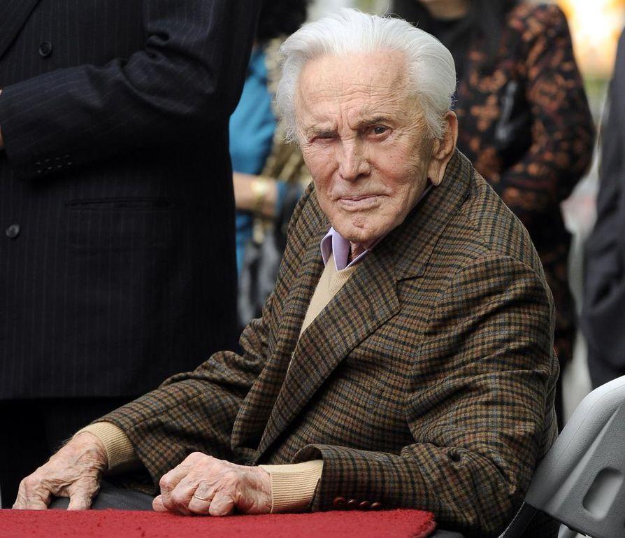 Näyttelijälegenda Kirk Douglas on kuollut 103-vuotiaana.