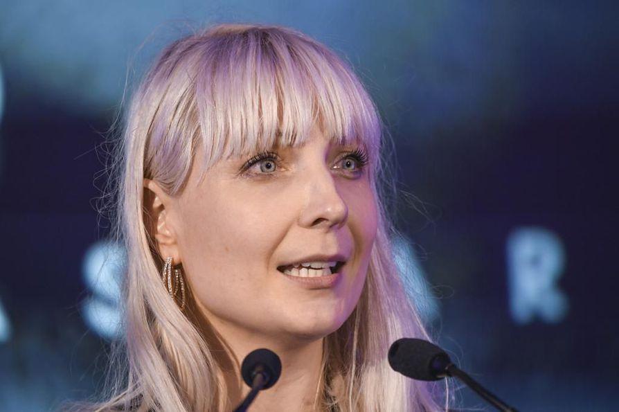 Perussuomalaisten kansanedustaja Laura Huhtasaaren pro gradu -työ ei ollut täysin hyvän tieteellisen käytännön mukainen. Huhtasaaren mukaan hän joutui erityisasemaan poliittisen toimintansa johdosta.