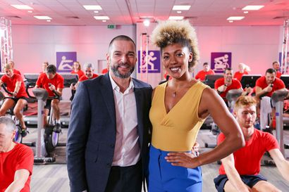 Televisiossa tänään: Yksisyö,toinenhuhkii tiistai-illan brittiohjelmassa, jota on syytetty syömishäiriöiden lietsonnasta