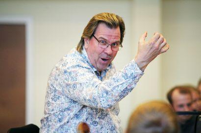 Ari Rasilainen johtaa Kemin kaupuginorkesterin konsertin: Kapellimestarin työ pitää liikkeessä