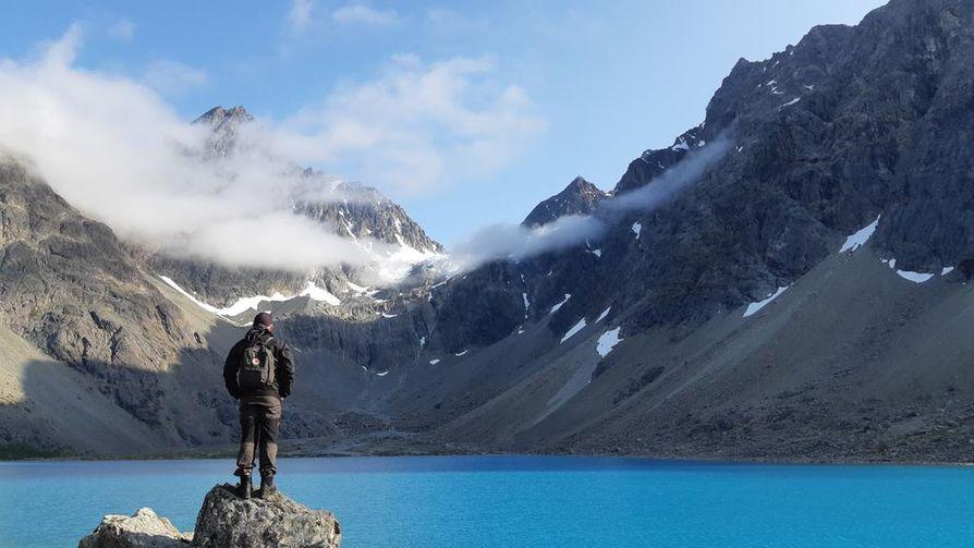 Blåvatnet oli aivan uskomattoman hieno paikka 70 kilometrin päässä Tromssasta. Parkkipaikalta järvelle oli reilun tunnin patikointimatka.