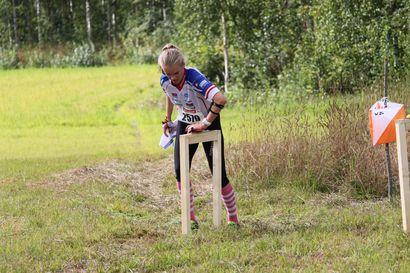 Miika Kirmula ja Venla Harju hallitsivat suunnistuksen keskimatkaa – OH:n Ojanaholle tyttöjen sarjan SM-kultaa