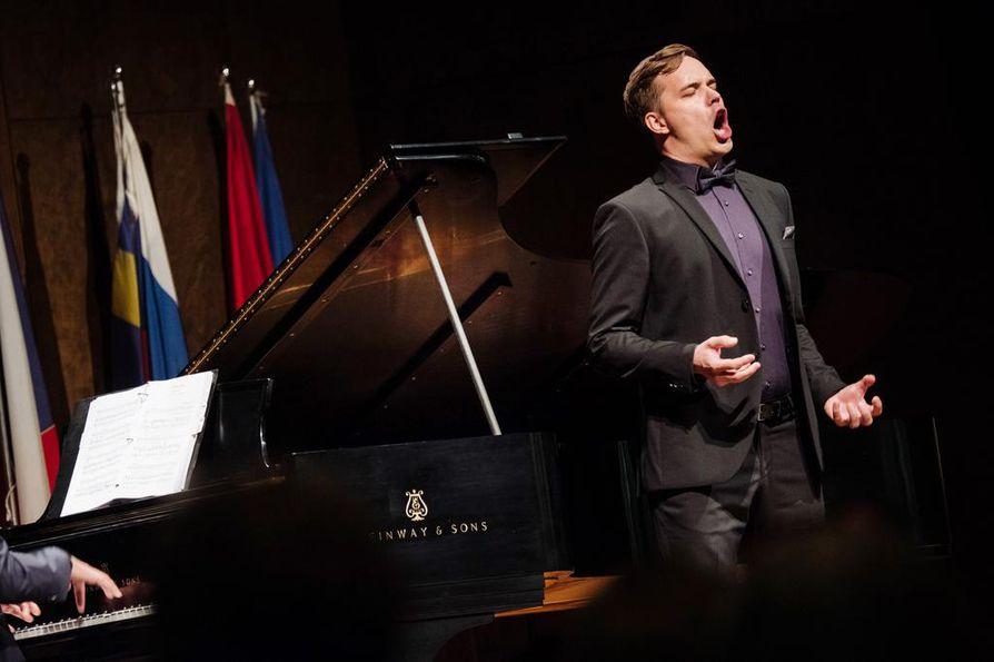 Baritoni Tomi Punkerin liedpartnerina Montrealin laulukilpailussa toimi kilpailun virallinen pianisti Olivier Godin.