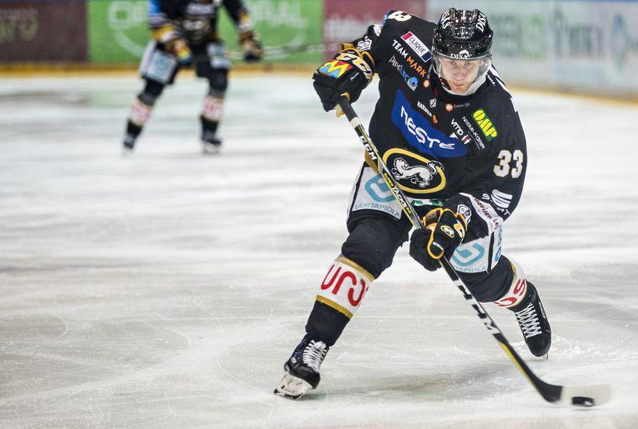 Kärppien ykkössentteri Mikael Ruohomaa huilaa yhden ottelun pelikiellon takia.