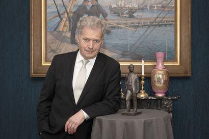 Presidentti Sauli Niinistö sai paikallislehtien Antti-patsaan