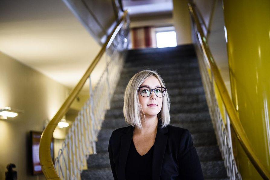 –Tilastollisesti on todennäköistä, että jo muutaman sadan oppilaan kouluissa on lapsia, joiden epäillään joutuneen seksuaalisesti hyväksikäytetyiksi, oikeuspsykologi Jasmin Kaunisto sanoo.