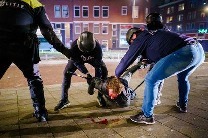 """""""Kyse ei ole protestista vaan ilkivallasta"""" – poliisi otti yhteen väkivaltaisten rähinöitsijöiden kanssa eri puolilla Hollantia"""