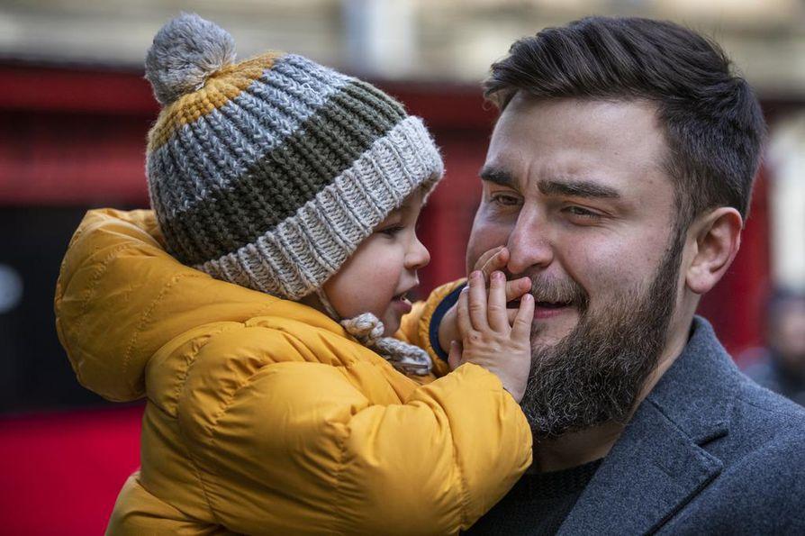 Danila-pojan isälle, opettaja Aleksandr Kalantaevskille politiikka on menneen maailman touhua.