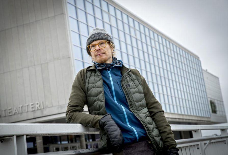 Näyttelijä Joose Mikkonen tuskastui yleiseen syyttelyyn. – En väheksy kenenkään kiusaamisen kokemusta. Mutta tiedän, että on heitäkin, jotka ovat kokeneet, että ovat tulleet kiusatuiksi Merja Larivaaran puolelta. Mielestäni on tosi väärin, että hän esiintyy uhrina mediassa.