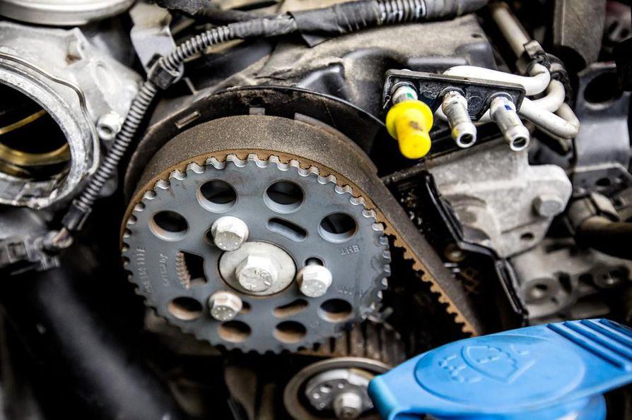 Jos jakohihna katkeaa ajossa, valtaosa moottoreista vaurioituu pahoin, jopa korjauskelvottomiksi.