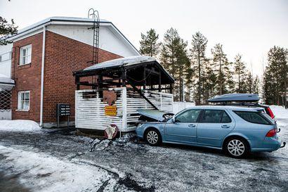 Rovaniemellä poltettiin taas roskakatoksia, myös autoja vaurioitui – Poliisikin joutui tarttumaan sammuttimeen yöllä, tekijä voi olla sama kuin syksyn tuhopolttovyyhdissä