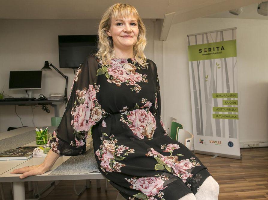 Seksiriippuvuudella on yhtä vähän tekemistä seksin kanssa kuin syömishäiriössä on kyse nälästä, sanoo seksuaaliterapeutti Ulla Konttila. Seksiriippuvuudessa seksistä on tullut lääke, jolla hoidetaan esimeriksi ahdistusta, yksinäisyyttä tai elämän traumaattisia kokemuksia.