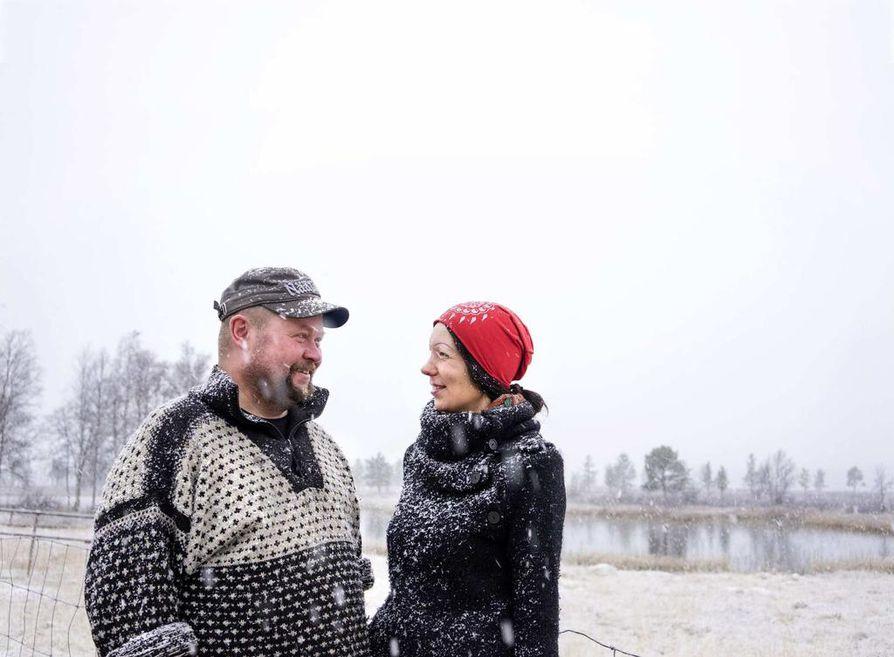 Katja Jomppanen ja Janne Utriainen perustivat luontaiselinkeinotilan kuusi vuotta sitten ajatuksena, että se olisi polku luontaistalouteen. Mutta se olikin polku vaikeuksiin.